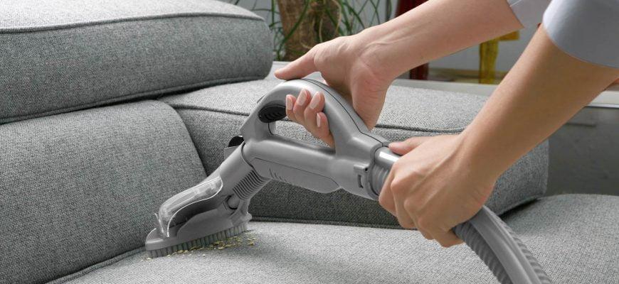Os perigos da limpeza de sofás DIY